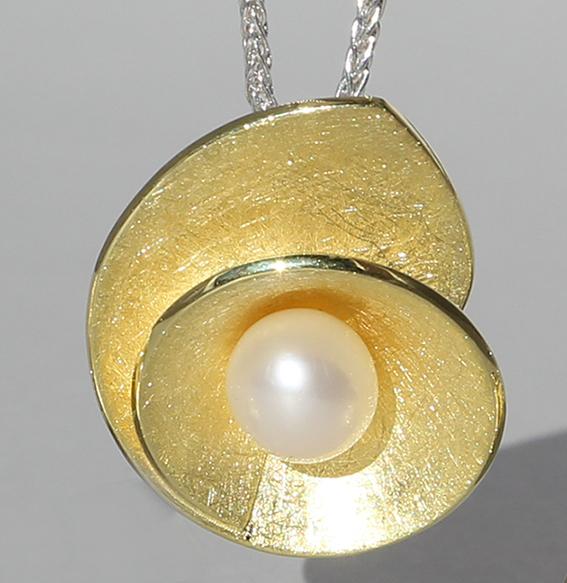 Silberanhänger vergoldet mit SWZ Perle | Lotusschnecke