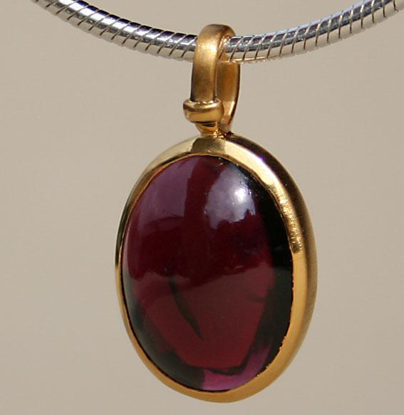 Silberanhänger vergoldet mit Granat