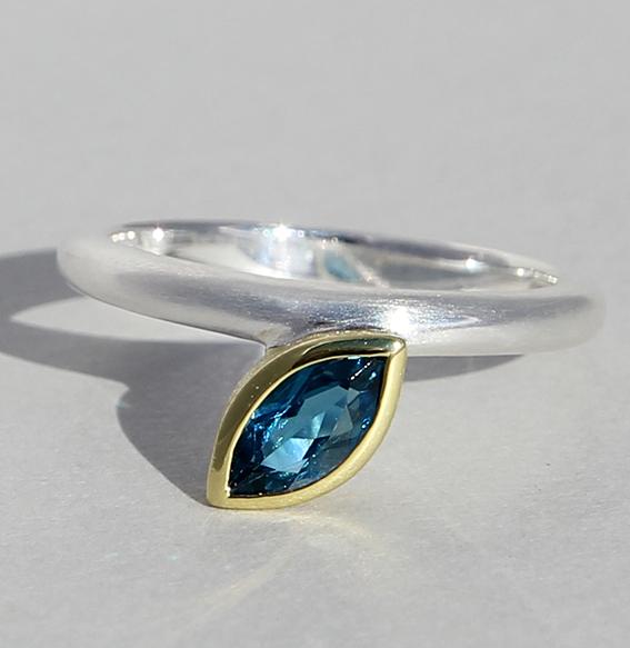 Silberring vergoldet mit London blue Topas