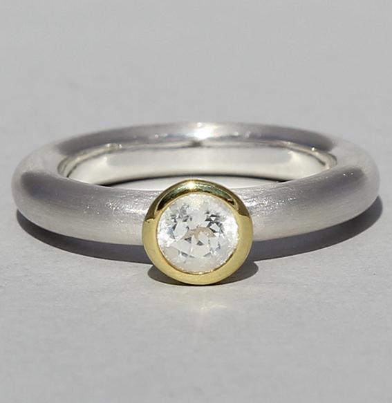 Silberring teilvergoldet mit Bergkristall | Strack round