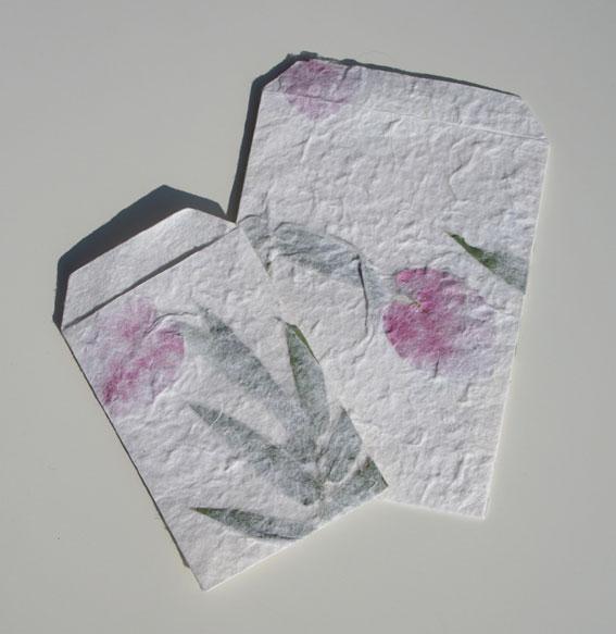 Handgeschöpfte Papiertüten mit Blumenmuster, VPE 100
