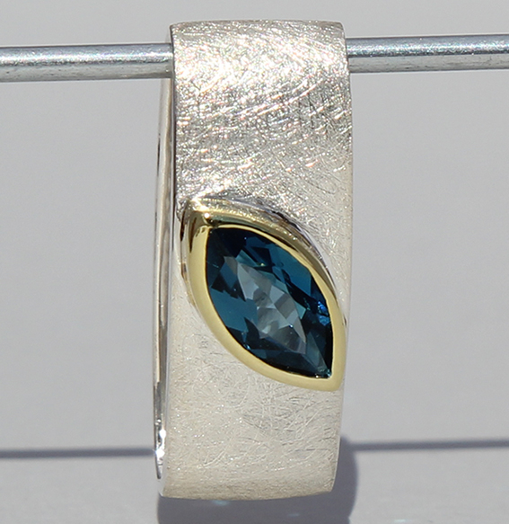 Silberanhänger teilvergoldet mit Topas london blue | Mathilda