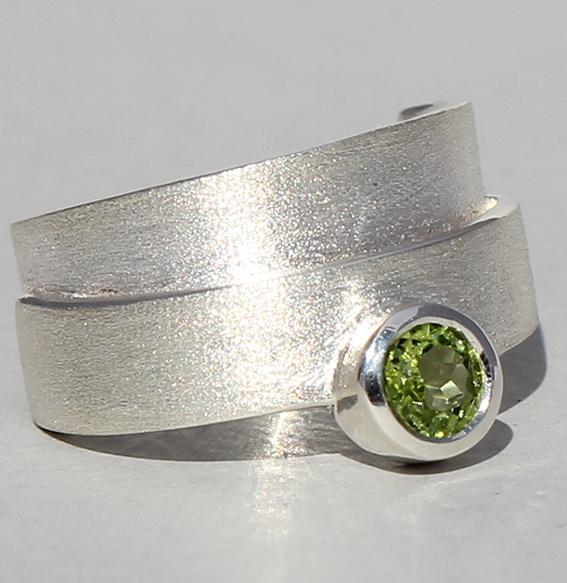Silberring mit Peridot   Helix