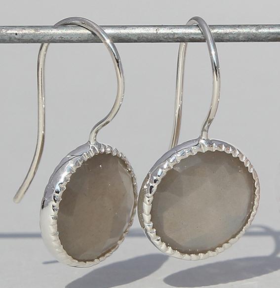 Silberohrhänger mit Mondstein grau | Spring sparkle