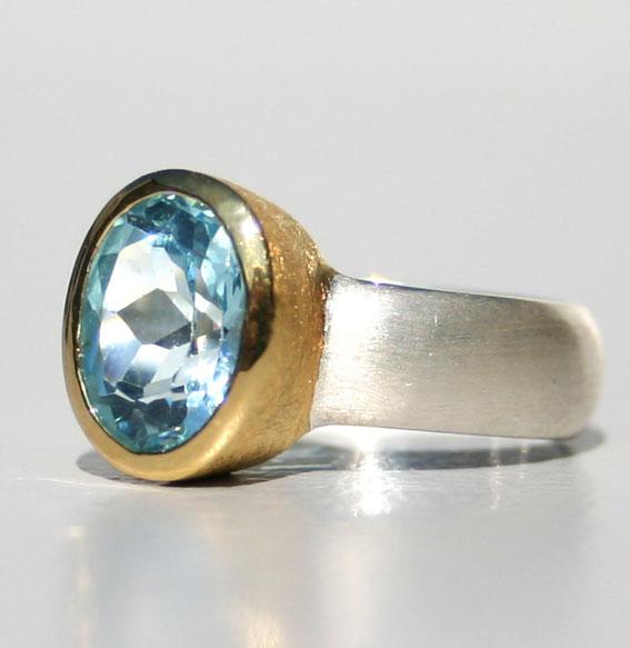Silberring, ovale Fassung vergoldet Topas