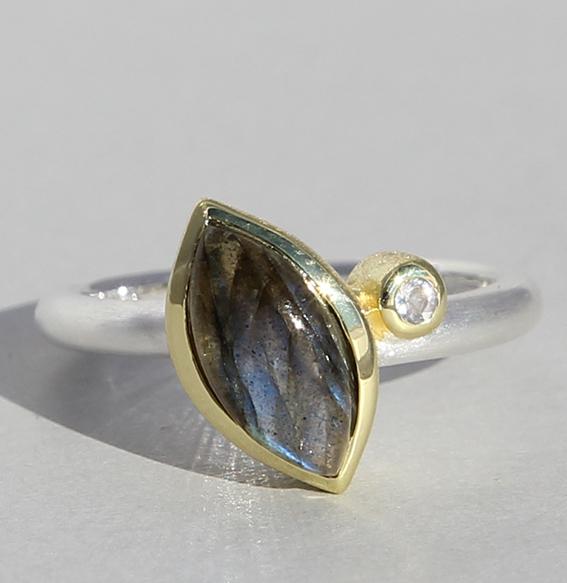 Silberring vergoldet mit Labradorit und Bergkristall