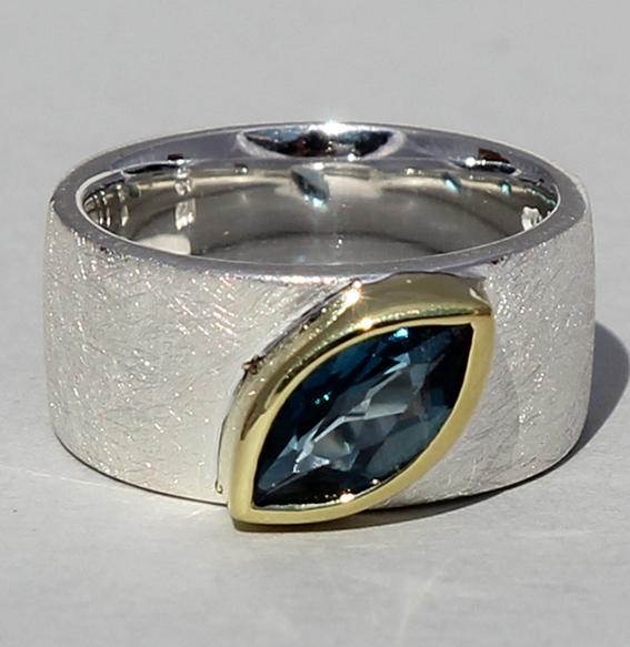 Silberring teilvergoldet mit Topas london blue | Mathilda