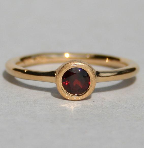 Ring vergoldet -Fine- mit Granat
