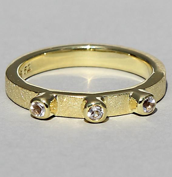 Silberring vergoldet mit Topas weiß   Alwa three