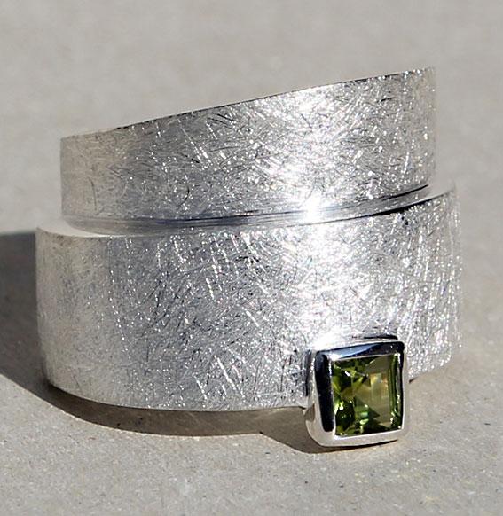 Silberring mit Peridot | Wickel