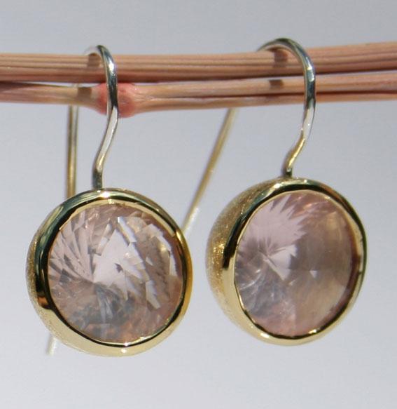Silberohrhänger vergoldet mit Rosenquarz Swirlschliff