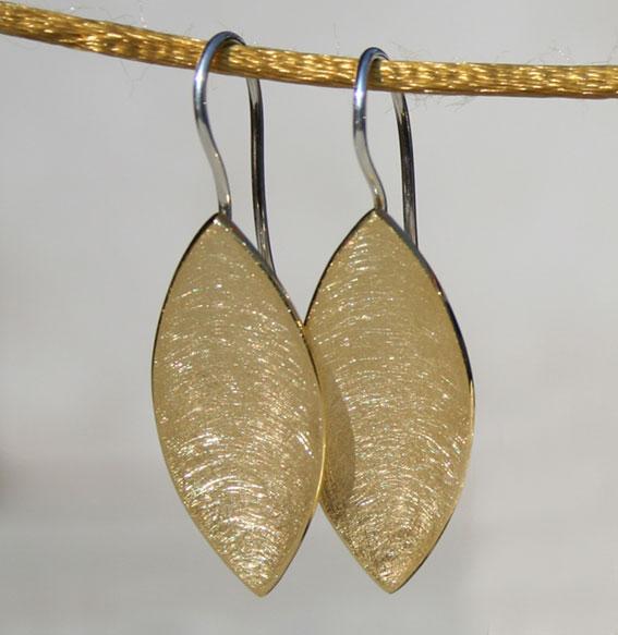 Silberohrhänger Navette vergoldet