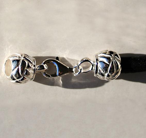 Seidenkordel mit Silberverschluß